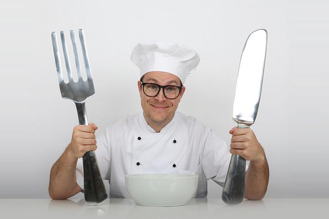 Ein Koch mit großem Geschirr - Appetit für ein Nachhaltigkeitslabel?